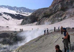 Autotour zu Vulkanen und Geysiren
