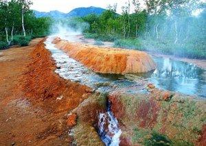 Zum Krater des Vulkans Awatschinky und Geysir Nalytschewskytal